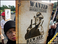 An Indonesian protester holds a poster of Suharto during a demonstration demanding he put on trial for corruption (27 September 2007)