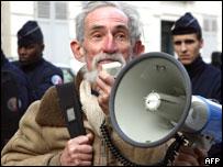 Демонстрация противников генетически модифицированных продкутов в Париже, 4 января 2008 года
