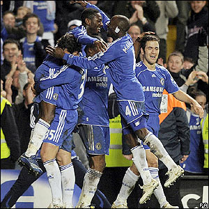 Shaun Wright-Phillips celebrates with his Chelsea team-mates