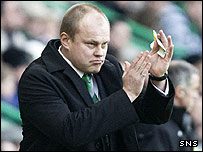 New Hibs manager Mixu Paatelainen applauds the Easter Road crowd