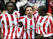 Kieran Richardson (centre) scored twice for Sunderland