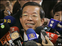 Frank Hsieh speaks to media in Taipei, Taiwan that he will take over as party chairman (14/01/2008)
