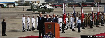 Presdient Bush at Tel Avivi ariport