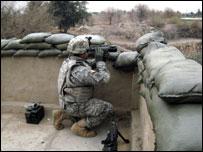 جندي أمريكي أثناء عملية استطلاع شمال بغداد