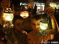 Niños palestinos en un protesta contra los bloqueos de Israel a Gaza