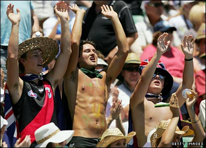 Tennis fans enjoy the soaring temperatures at Melbourne Park but it is a lot tougher in the sun for the players
