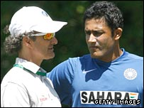 Billy Bowden and Anil Kumble have a discussion in Perth