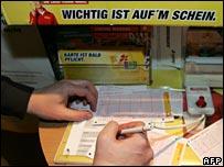 Filling in a German lottery ticket