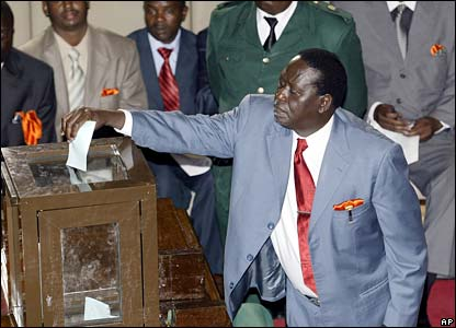 Raila Odinga casts his vote
