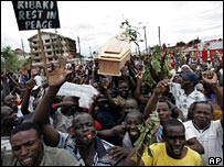 Opposition supporters in Kisumu, western Kenya, on 16 January 2008