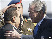 Hosni Mubarak greets George W Bush on arrival