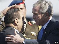 Hosni Mubarak greets George W Bush on arrival