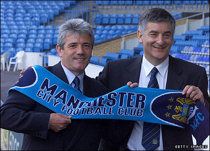 Kevin Keegan poses with David Bernstein as the new manager at Manchester City