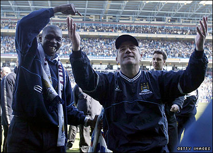 Shaun Goater and Kevin Keegan soak up the fans' applause at Maine Road