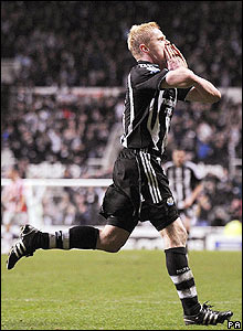 Newcastle's Damien Duff celebrates