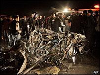 آثار الغارة على مخيم البريج (16/01/2008)