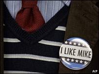Badge worn by a supporter of Mike Huckabee