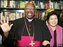 Archbishop Milingo (l) and his wife Maria Sung (r)