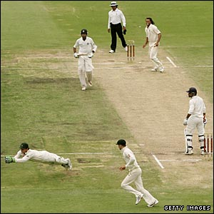 Adam Gilchrist swoops