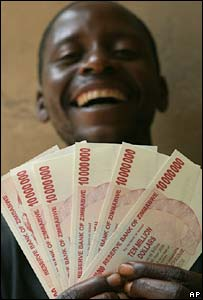 Man holding the new banknotes