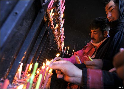 Men lighting candles in Kabul mosque 18/1/08