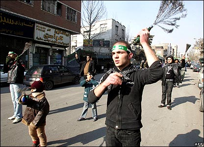 Men whipping themselves in Tehran 18/1/08