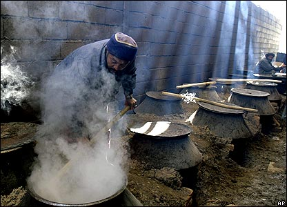 Man cooking in open-air Kabul kitchen 18/1/08