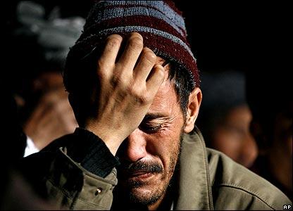 Man praying in Kabul mosque 18/1/08