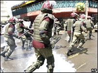Kenyan riot police charge protesters in Nairobi on 18 January 2008
