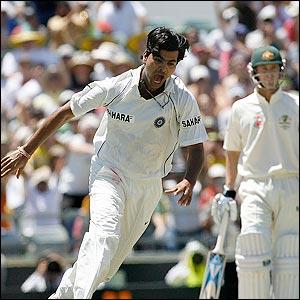 RP Singh dismisses Michael Hussey