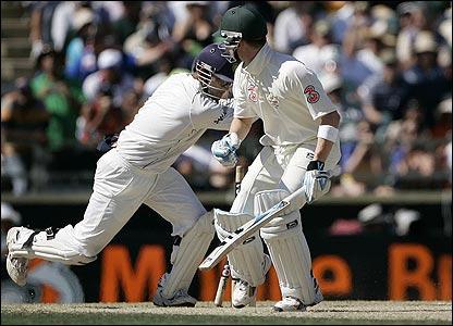 Mahendra Dhoni stumps Michael Clarke