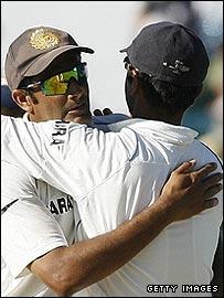 Anil Kumble and Rahul Dravid celebrate India's famous victory