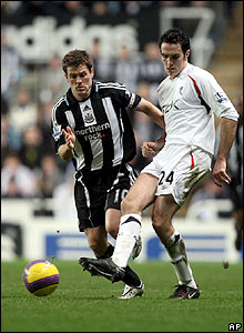 Michael Owen chases down Bolton's Joey O'Brien