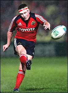 Munster fly-half Ronan O'Gara bangs over one of his three first-half penalties