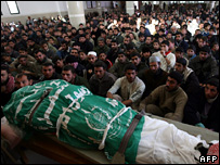Gazans attend the funeral of a Hamas militant killed by Israel (19 January 2007)