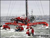 Joyon's trimaran is welcomed into Brest harbour