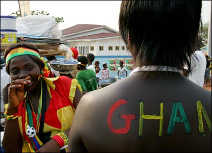 http://newsimg.bbc.co.uk/media/images/44368000/jpg/_44368818_ghanafans.jpg