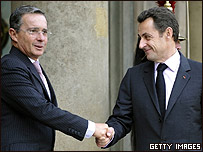 Álvaro Uribe y Nicolás Sarkozy en el Palacio de El Elíseo, París