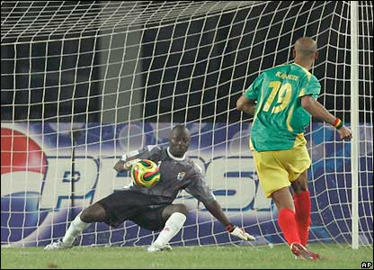 Kanoute scores the winner for Mali