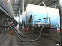 A Palestinian worker unloads fuel at the main power plant in Gaza City 22/1/08