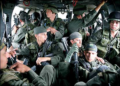 'Jungla' commandos on board a helicopter