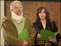 Philip Seymour Hoffman and Laura Linney in The Savages
