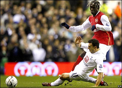 Steed Malbranque slides in ahead of Bacary Sagna