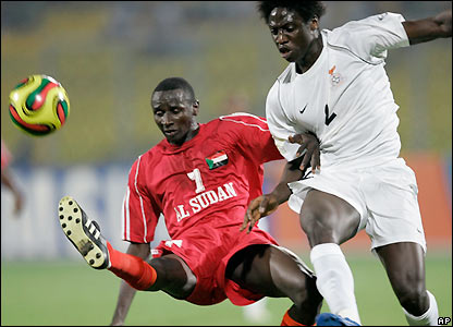 Jacob Mulenga contests possession with Alaeldin Ahmed Gibril