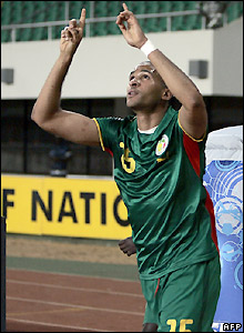 Kamara celebrates his goal