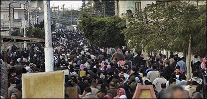 الفلسطينيون يعبرون الحدود