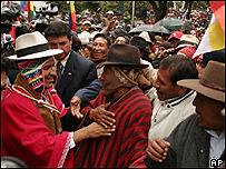 El presidente Evo Morales conversa con indígenas Aymaras