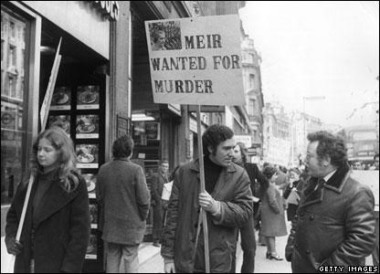 Peter Hain heads a demo in a street outside Israeli airline El Al's office, London