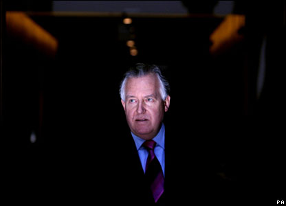 Peter Hain talks to reporters outside Caxton House after he tendered his resignation from the Cabinet