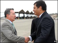 Colombian President  Alvaro Uribe (left) shakes hands with Ecuadorean President Rafael Correa in November 2007